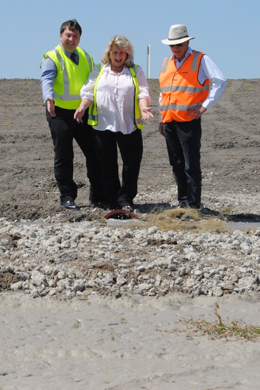 General Manager Lester Rodgers, Mayor Cr Katrina Humphries and Paul Wilde Principal Contractor from Wilde Civil Pty Ltd